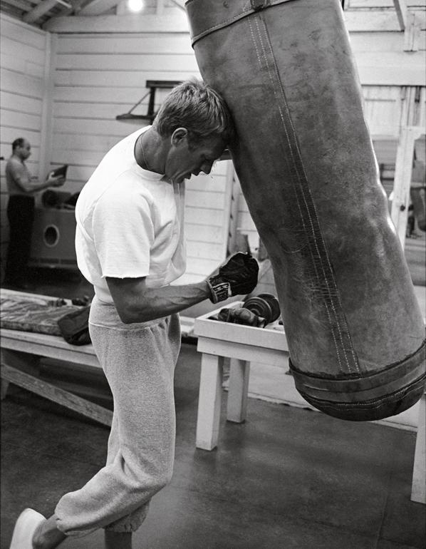 Steve McQueen boxe sac de frappe