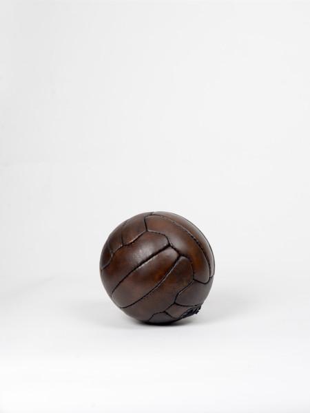 ballon de football vintage en cuir années 1950 miniature