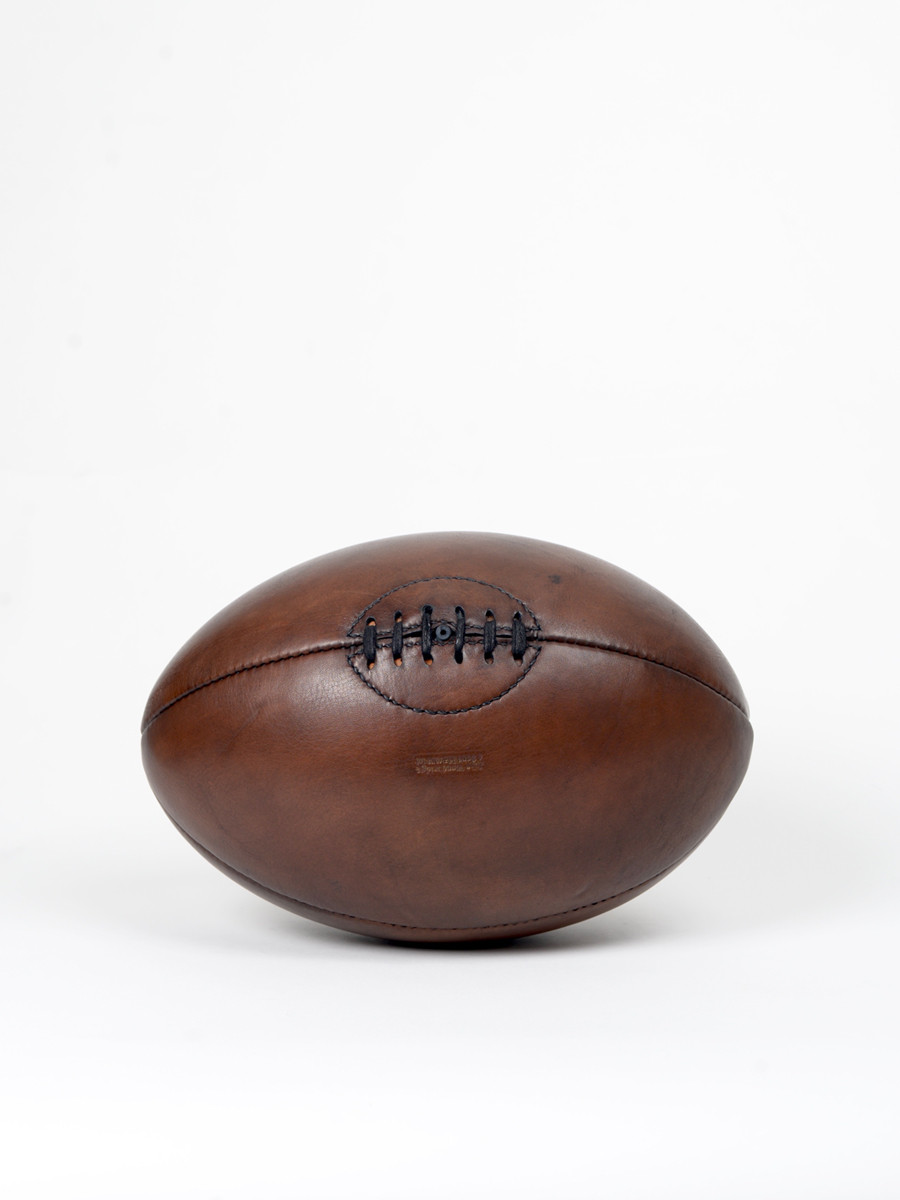 ballon de rugby vintage en cuir années 1940