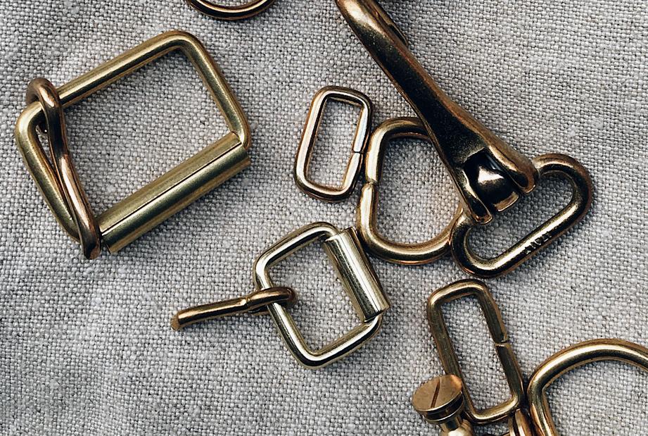 Share the essence of Parisian leatherwork